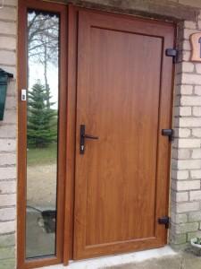 plastikines lauko durys Golden Oak